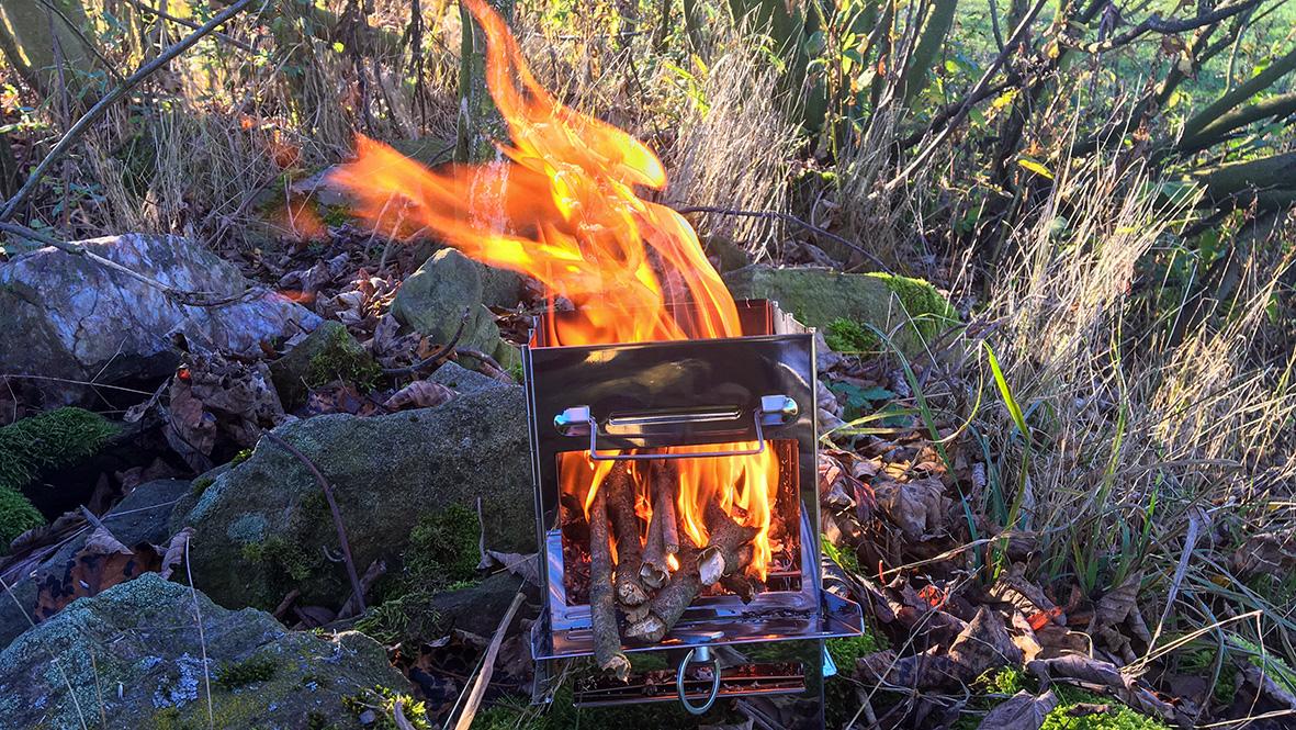 Der neue Holzofen macht beim ersten Test einen guten Eindruck. Foto: Chris Bergau/bergau-media.com