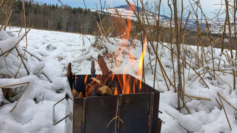 Schmeißt ordentliche Wärme, der neue Holzofen. Foto: Chris Bergau/bergau-media.com