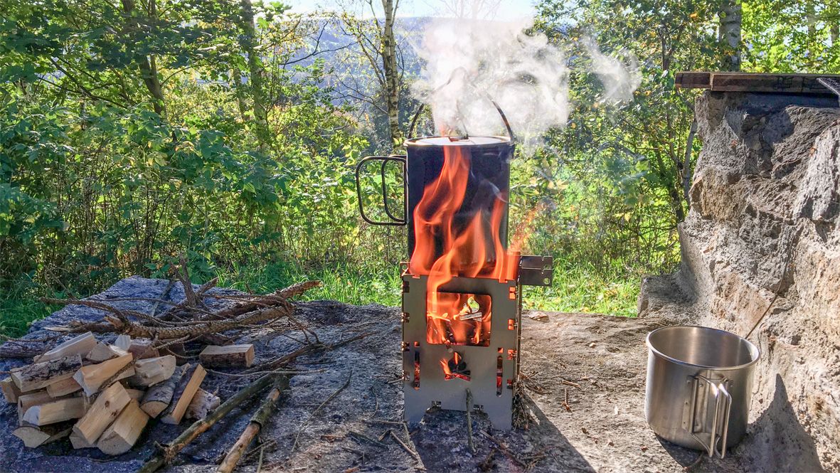 Kaffee kochen / making coffee. Photo: Chris Bergau/bergau-media.com